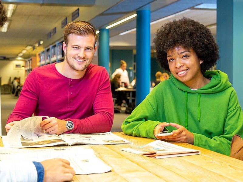 Voltijd studenten lezen de krant Zwolle