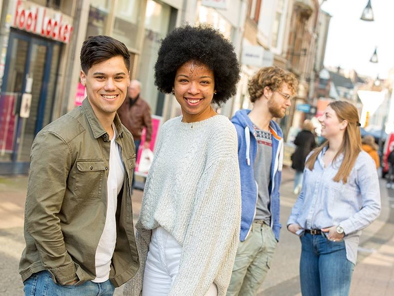 Lachende voltijd studenten in Zwolle